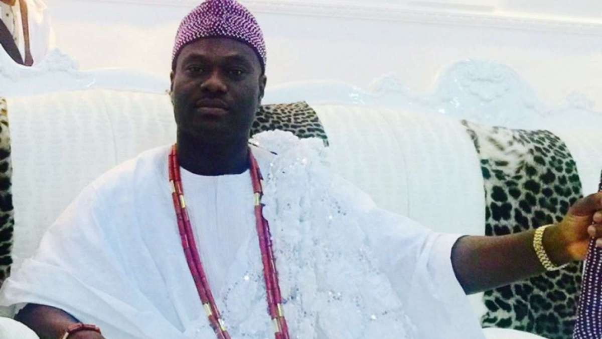 Passenger films Ooni of Ife as his aide performs ritual inside plane-Photo